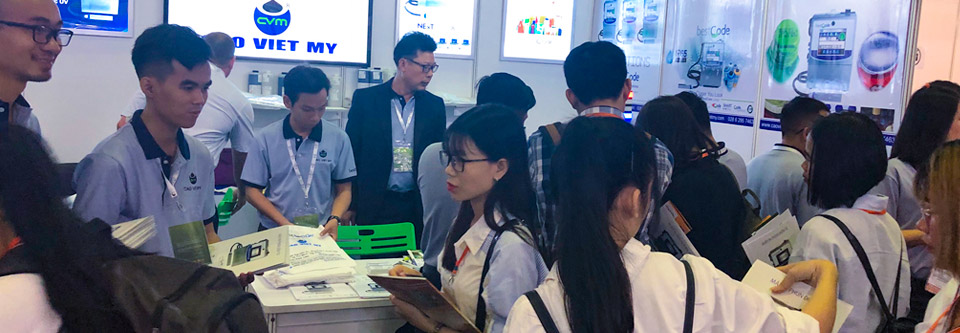 BestCode-Cao-Viet-My-specialists-showcasing-marking-solutions-at-ProPak-Vietnam