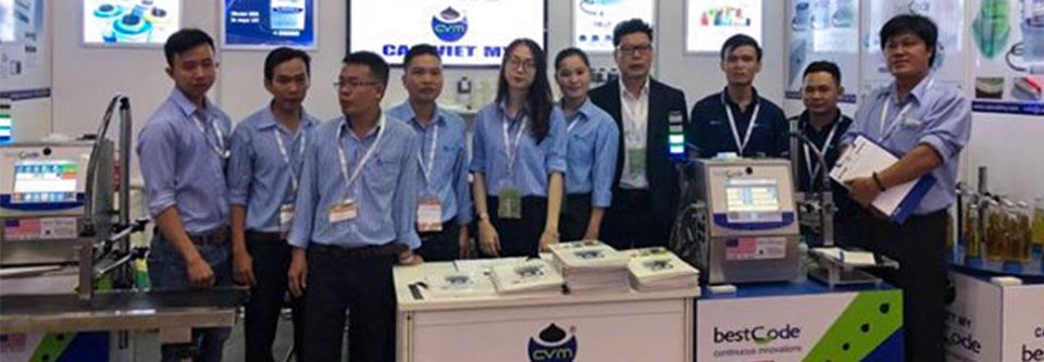 BestCode-Cao-Viet-My-specialists-showcasing-industrial-inkjet-coding-solutions-at-ProPak-Vietnam